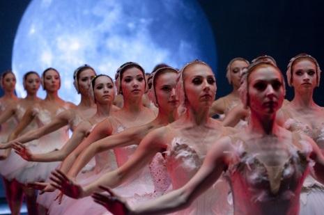 dancers-black-swan