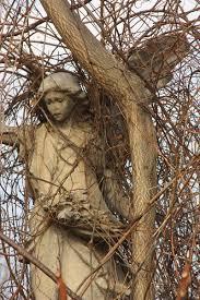vines-statue